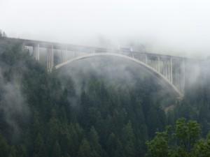 Brennerin moottoritien silta sumussa